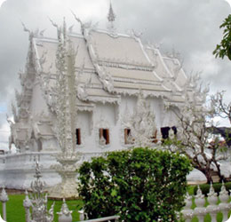 タイの寺院「ワット・ロン・クン」